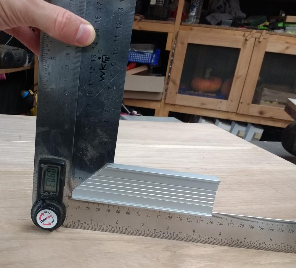 Une table basse pompée Tb_20