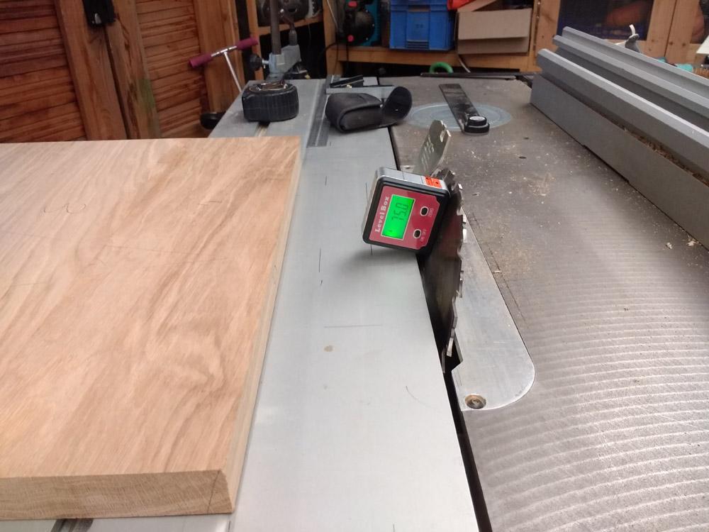 Une table basse pompée Tb_41