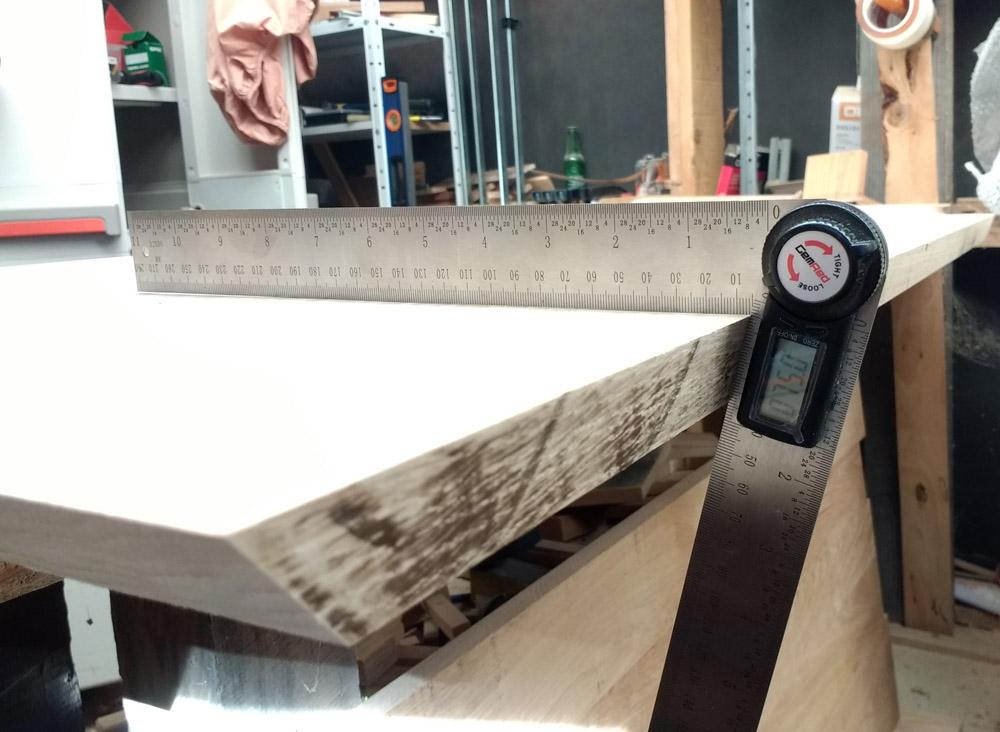 Une table basse pompée Tb_45