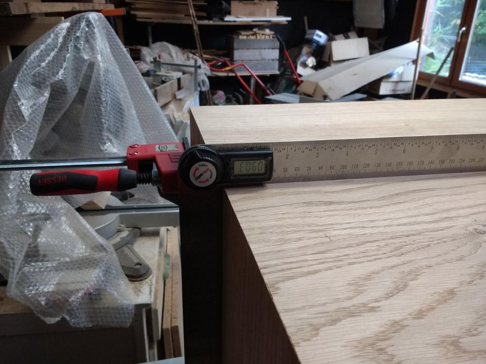 Une table basse pompée Tb_57
